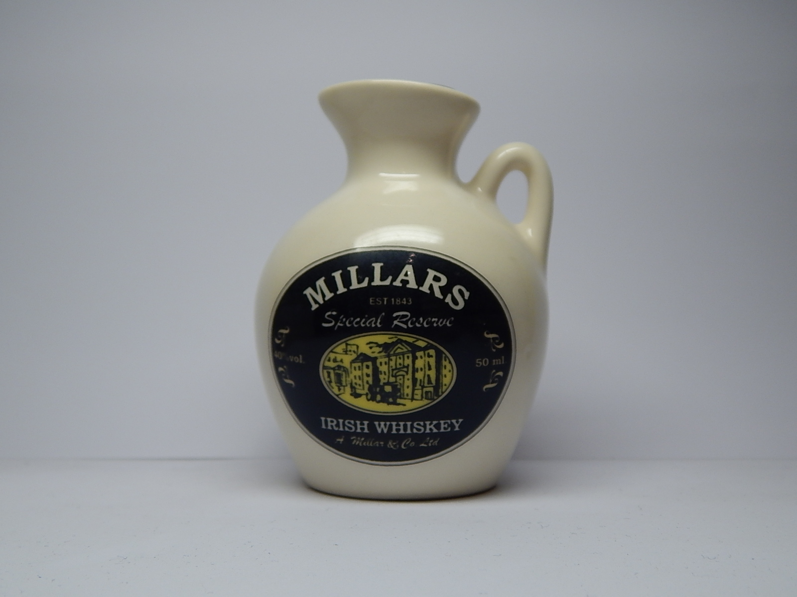 "MILLARS Special Reserve Irish Whiskey ""Ceramic"""